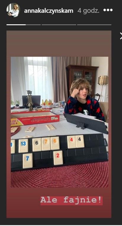 Anna Kalczyńska grająca w planszówki z dziećmi podczas kwarantanny domowej /Instagram/@annakalczynskam /Instagram