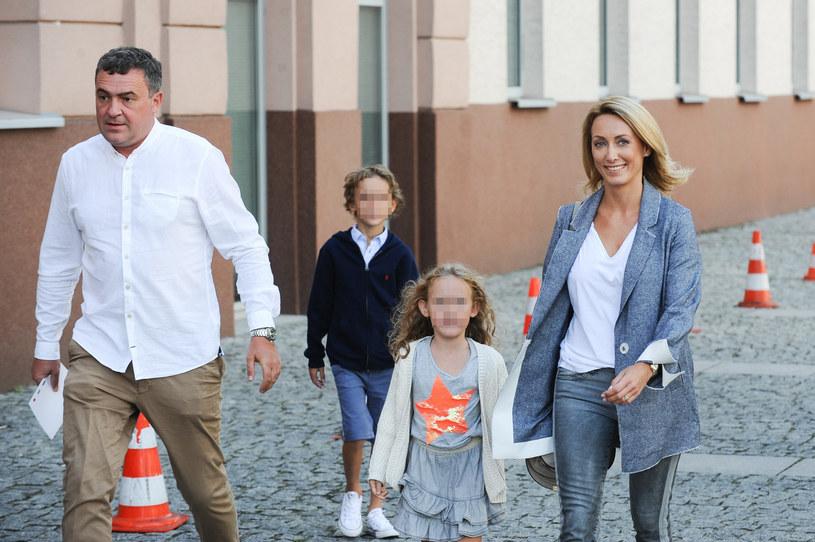 Anna Kalczyńska i Maciej Maciejowski są rodzicami Jasia, Hani i Krysi /Artur Zawadzki/REPORTER /Reporter