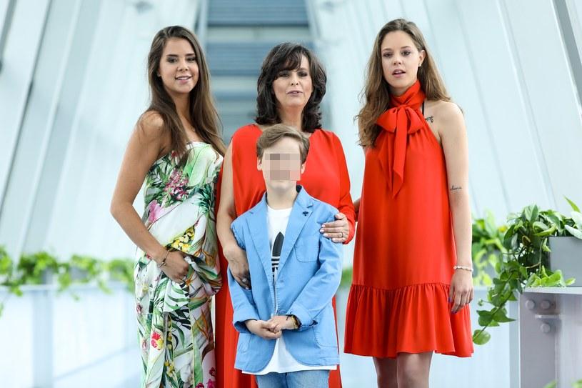 Anna Korcz z córkami Anną i Katarzyną oraz synem Jasiem /Krzysztof Kuczyk /Agencja FORUM
