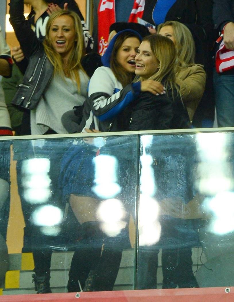 Anna Lewandowska (z lewej) w objęciach Dominiki Grosickiej /Tricolors /East News