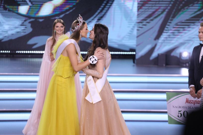 Anna Maria Jaromin przekazała koronę Miss Polski Agacie Wdowiak /Pawel Wodzynski/East News /East News