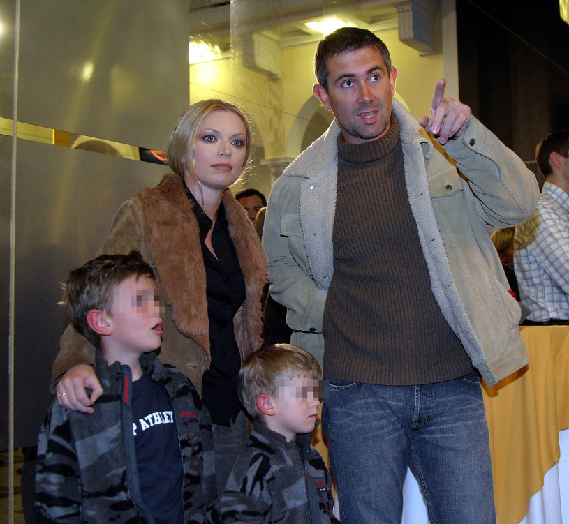 Anna Maria Jopek z mężem i synami (2004 r.) /Fotek /Reporter