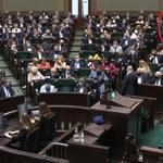 Anna Maria Siarkowska bez maseczki. Posłanka PiS wyszła z sali posiedzeń