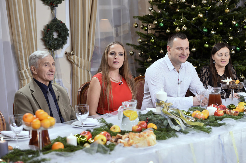 """Anna Michalska z innymi uczestnikami """"Rolnik szuka żony"""" /Gałązka /AKPA"""