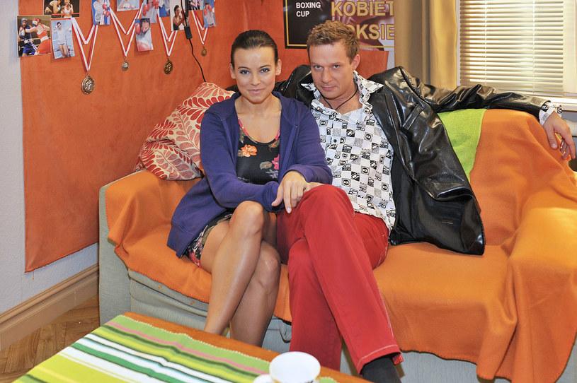 """Anna Mucha i Grzegorz Małecki na planie serialu """"Prosto w serce"""" (2010) /AKPA"""