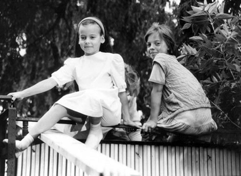 """Anna Mucha i Karolina Tchórzewska w filmie """"Przeklęta Ameryka"""". Mała aktorka miała wtedy 11 lat (1991) /INPLUS /East News"""