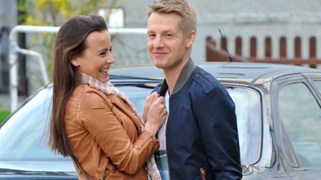 """Anna Mucha (Madzia) i Rafał Mroczek (Paweł) na planie """"M jak miłość"""" /Agencja W. Impact"""