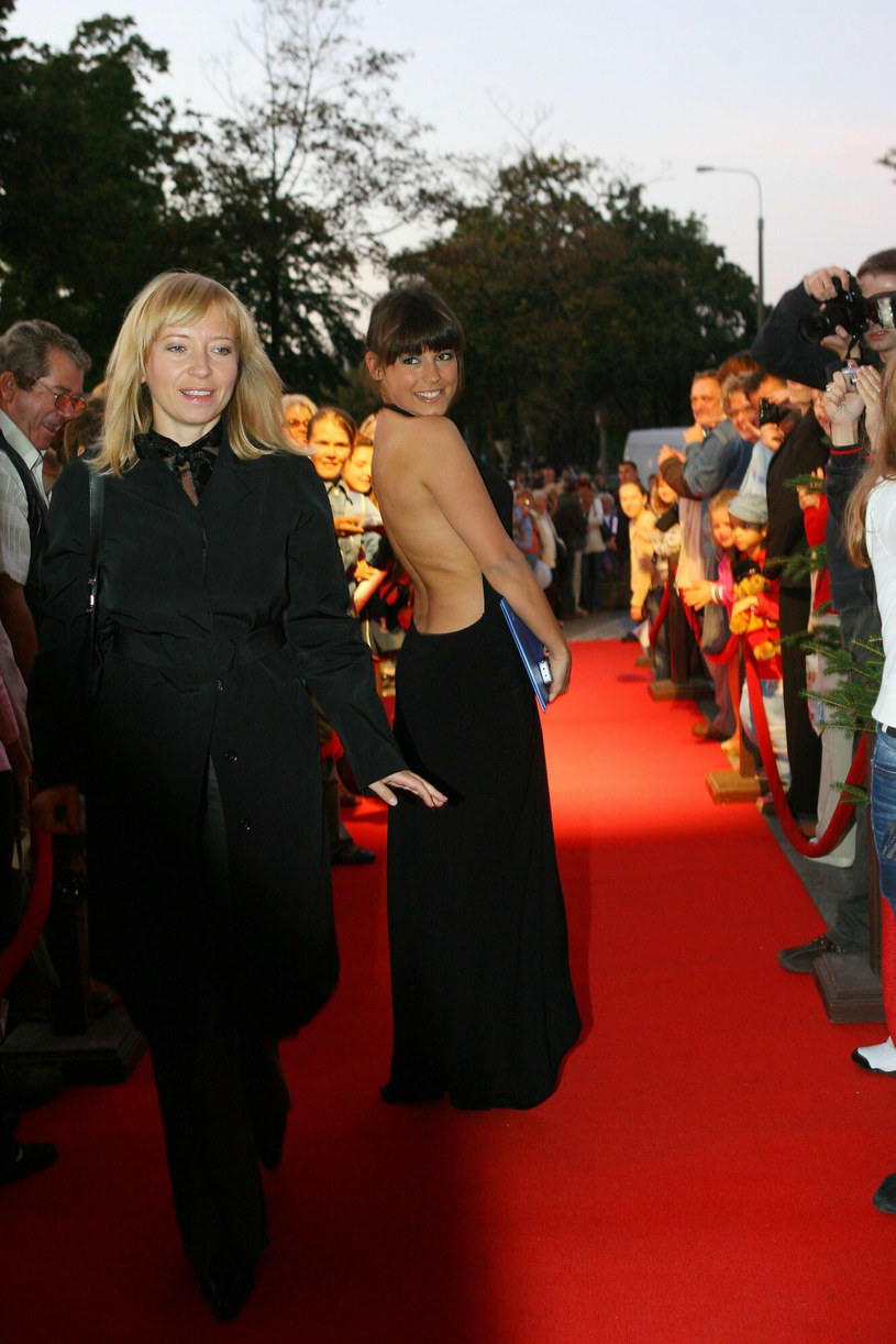 Anna Mucha na czerwonym dywanie w Gdyni w 2006 roku /Piotr Fotek /Reporter