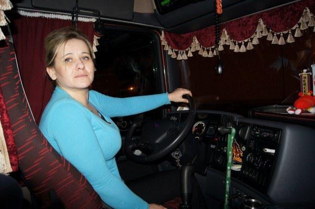 Anna Mucha za kierownicą tira /