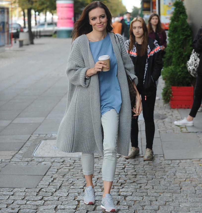 Anna Wendzikowska jest fanką obszernych kardiganów /Michal WARGIN /East News