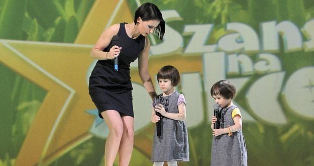 Anna Wiśniewska z córkami - Etiennette i Vivienne /AKPA