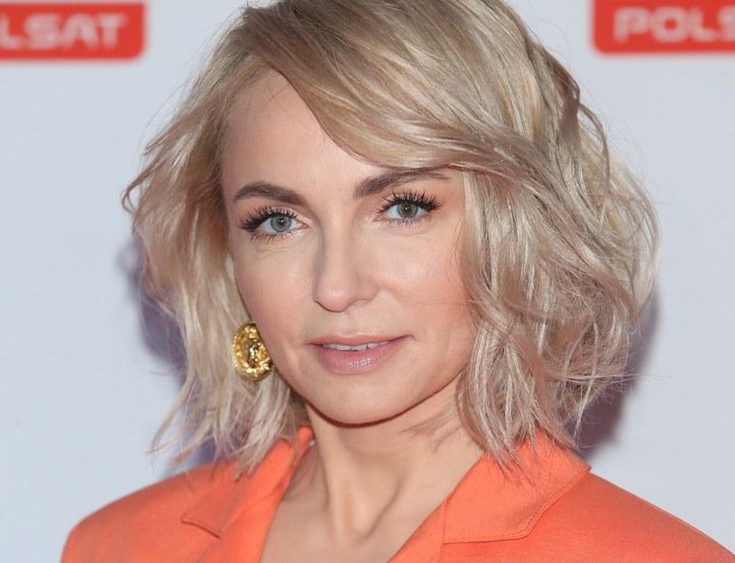 Anna Wyszkoni podczas oficjalnych imprez zawsze wygląda świetnie. Stawia raczej na delikatny makijaż, który podkreśla jej urodę /VIPHOTO /East News