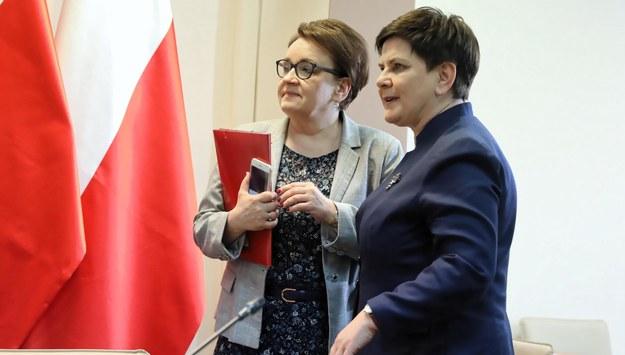 Anna Zalewska i Beata Szydło / Tomasz Gzell    /PAP