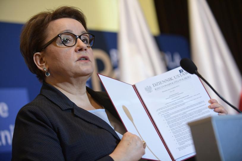 Anna Zalewska na konferencji prasowej /Marcin Obara /PAP