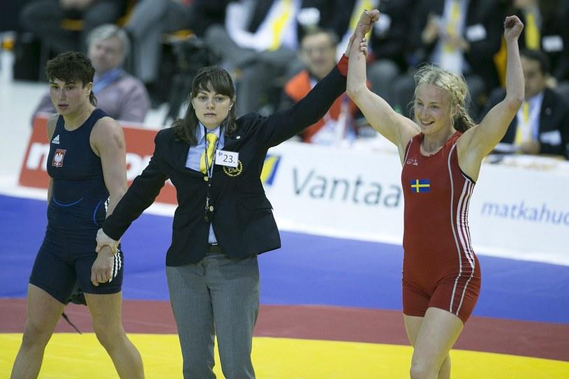 Anna Zwirydowska (z lewej) w pojedynku o złoto przegrała ze Szwedką Sofią Mattsson /PAP/EPA