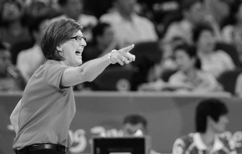 Anne Donovan już jako trenerka podczas igrzysk 2008 /AFP