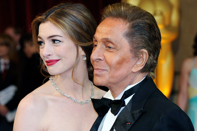 Anne Hathaway i Valentino /Getty Images/Flash Press Media