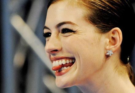 Anne Hathaway nie zna się na współczesnej technice i ... nie wstydzi się tego /AFP