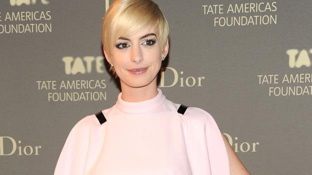 Anne Hathaway nieco zmieniła ostatnio image - teraz zachwyca w wersji blond / fot. Ben Gabbe /Getty Images/Flash Press Media