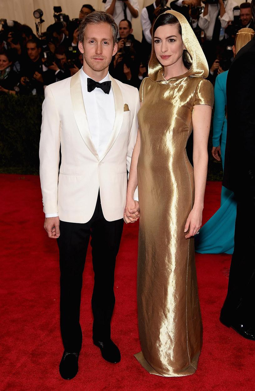Anne Hathaway z mężem /Dimitrios Kambouris /Getty Images