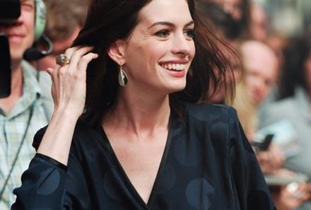 Anne Hathaway zagra u Tima Burtona - fot. Ray Tamarra /Getty Images/Flash Press Media