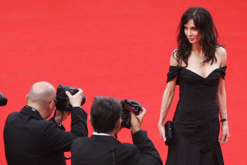 Anne Parillaud zachwycała na czerwonym dywanie w Cannes (2009), fot. Kristian Dowling /Getty Images