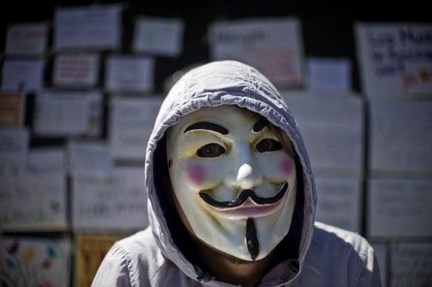 Anonimowi namawiają do trollowania terrorystów z Państwa Islamskiego 11 grudnia na wszystkich kanałach społecznościowych /AFP