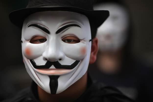 Anonimowi zatrzymani we Francji  - z pewnością będą kolejne aresztowania w Europie /AFP