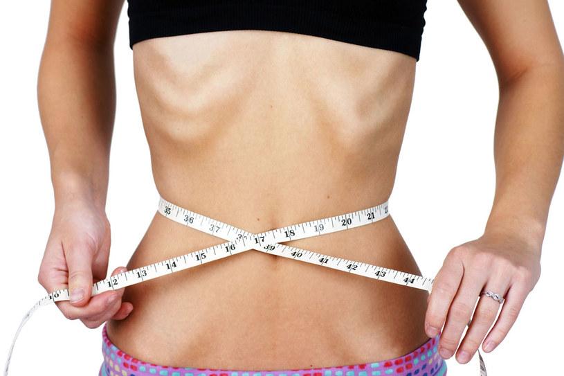 Anoreksja w skrajnych przypadkach może prowadzić do śmierci /123RF/PICSEL