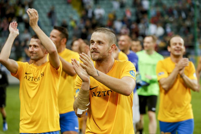 Antek Królikowski w nowej fryzurze podczas charytatywnego meczu /Baranowski /AKPA