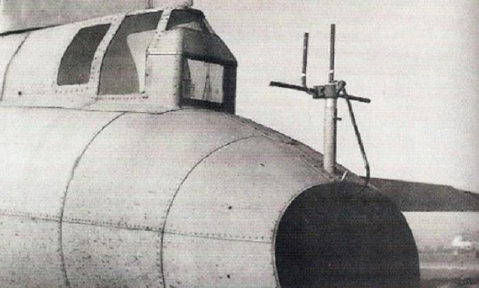 Antena odbiorcza systemu sterowania QB-7 zamontowana na ogonie samolotu /USAF /INTERIA.PL/materiały prasowe