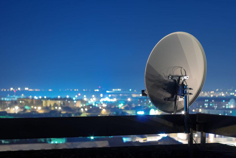 Antena satelitarna - jak poprawić jej sygnał? /123RF/PICSEL