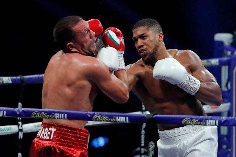 Anthony Joshua w pojedynku z Kubratem Pulewem /AFP