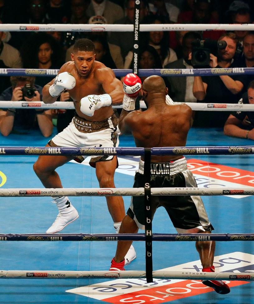 Anthony Joshua walczył ze złamanym nosem /AFP