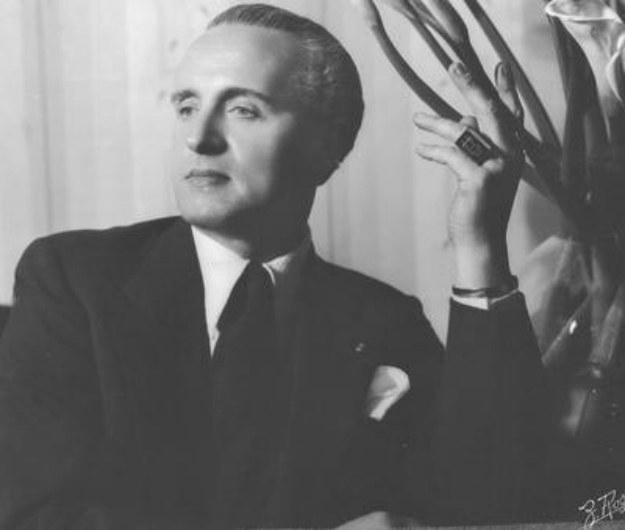 """Antoni Cierplikowski - """"Fryzjer królów, król fryzjerów"""" /Narodowe Archiwum Cyfrowe /materiały prasowe"""