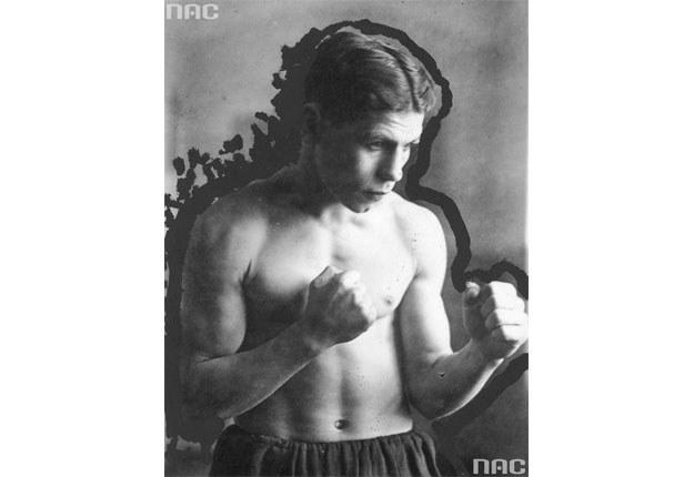 Antoni Czortek, bokser. Fotografia sytuacyjna z 1938 roku /Z archiwum Narodowego Archiwum Cyfrowego