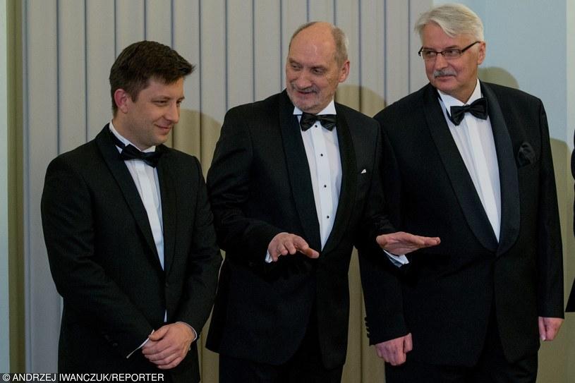 Antoni Macierewicz  (C) ostrzega przed Rosją /Andrzej Iwańczuk /Reporter
