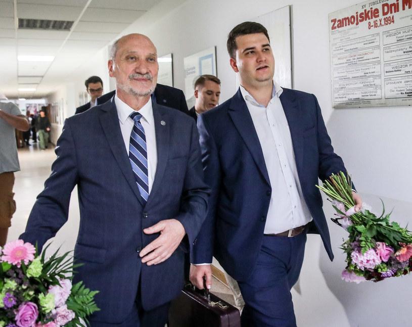 Antoni Macierewicz i Bartłomiej Misiewicz /Iwańczuk/REPORTER /Reporter