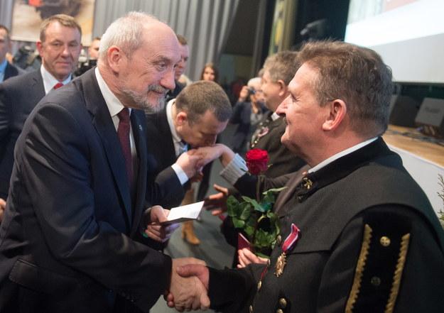 Antoni Macierewicz na spotkaniu z górnikami /PAP/Grzegorz Michałowski /PAP