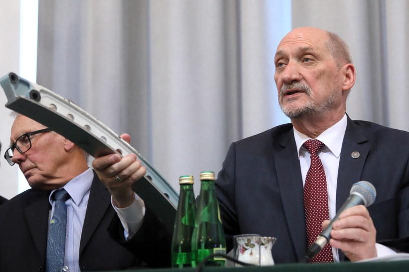 Antoni Macierewicz podczas prezentacji raportu /Paweł Supernak /PAP