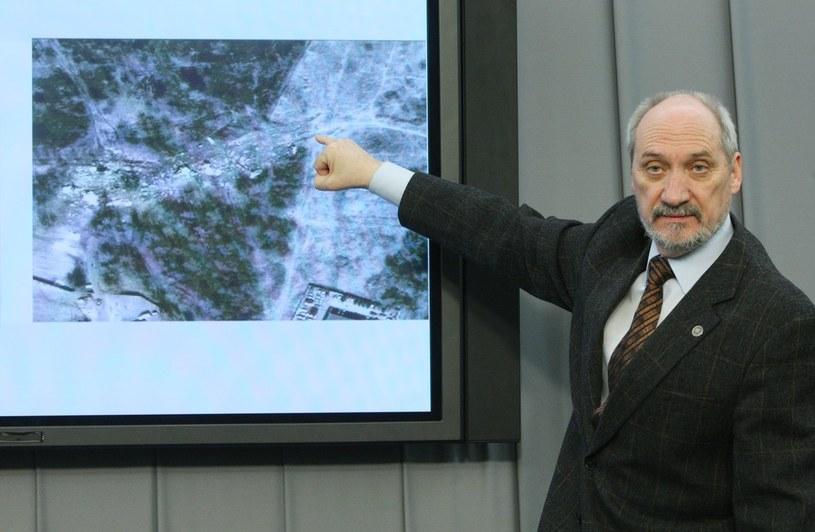 Antoni Macierewicz, szef parlamentarnego zespołu ds. katastrofy smoleńskiej /Stanisław Kowalczuk /East News