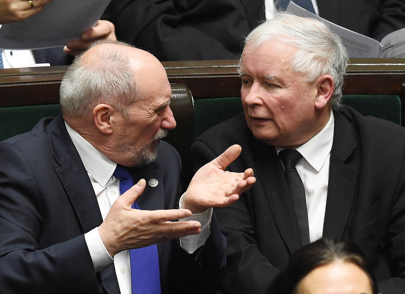 Antoni Macierewicz został szefem podkomisji smoleńskiej /PAP
