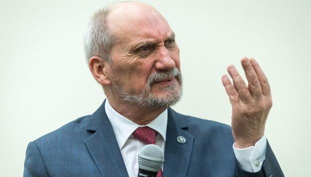 Antoni Macierewicz / Tytus Żmijewski    /PAP