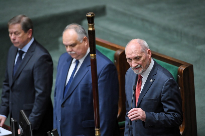 Antoni Macierewicz / Radek Pietruszka   /PAP