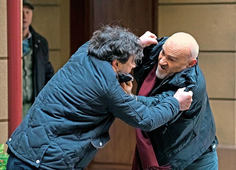 Antoni nie wytrzyma kpin ze strony brata i postanowi nauczyć go szacunku. Wściekły Roman też nie odpuści /Kurier TV