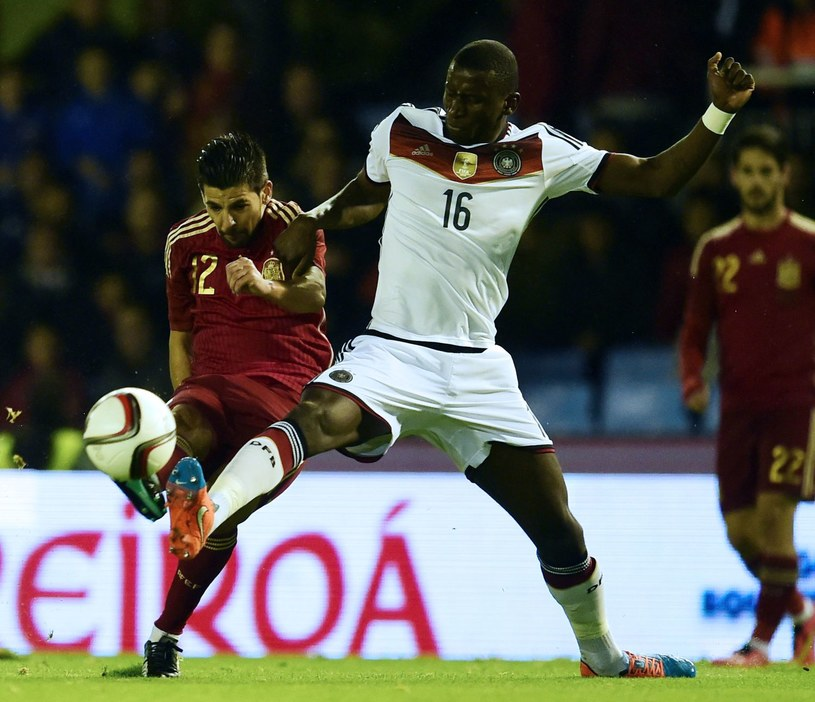 Antonio Ruediger (w białym stroju) trafił do AS Roma /AFP