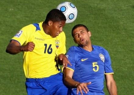 Antonio Valencia (z lewej) ma 23 lata i pasuje do nowej polityki transferowej Man Utd /AFP