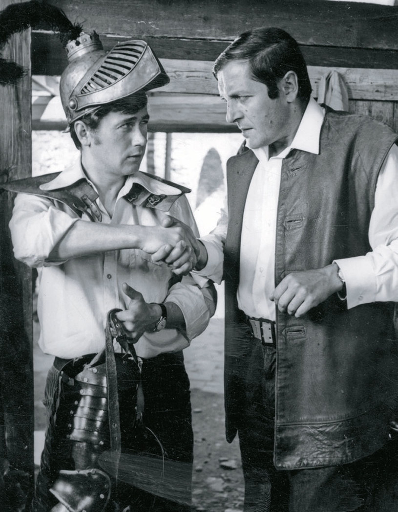 Antoniusz (Janusz Gajos) szybko zrozumiał, że Graf (Zdzisław Maklakiewicz) nie jest zbyt uczciwą osobą /Świat Seriali