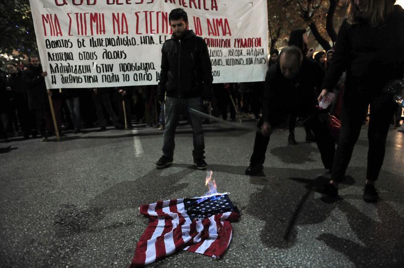 Antyamerykańskie nastroje są wciąż silne wśród wielu Greków /AFP