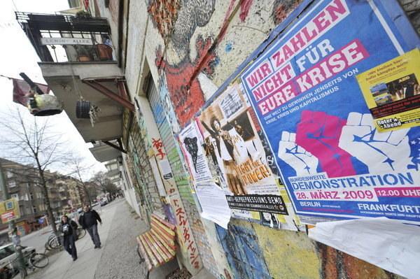 Antyglobalistyczne graffiti w Berlinie /AFP